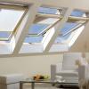 Fakro střešní okno FTP-V U3 dřevěné, kyvné