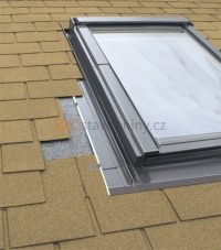 Fakro ESV lemování střešního okna a krytinou šindel